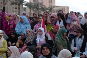 Frauen demonstrieren auf dem Tahrir-Platz Kairo Februar 2011. Urheber Joseph Hill