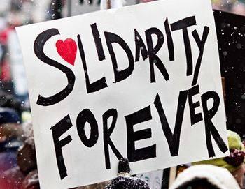 """Schild mit der Aufschrift """"Solidarity forever"""""""